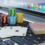 Poker en ligne : connaître les avantages